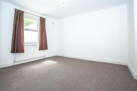 5 bedroom house in Greyhound Road, Hammersmith