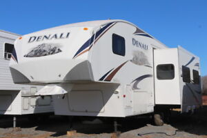 2010 DENALI 259REX 5TH WHEEL WITH SLIDE OUT REAR LIVINGROOM