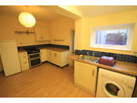 *NO AGENCY FEES TO TENANTS* Large three bedroom house with courtyard close to the city centre.