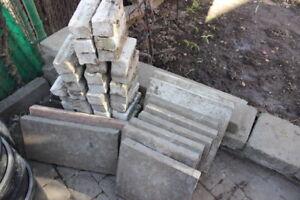 lot de brique blanche  $20   dale pavé uni   $5 chaque    ( bloc