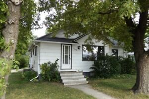 House for Sale in Altona, MB - 158 Main St.