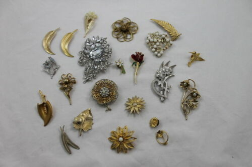 Lot 22 Floral Costume Jewelry Pins Brooch Sparkle Rhinestone Flower Vtg to New