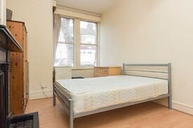 Large double room available now in NW2