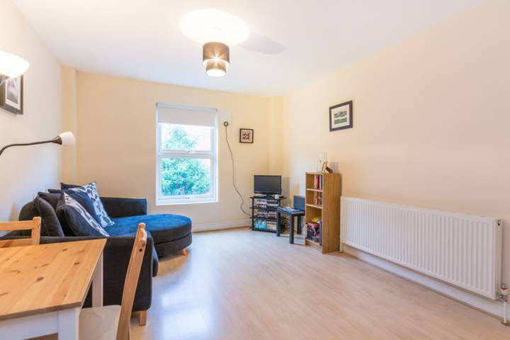 Modernised flat just 2 minutes to Baker Street Tube- Boston Place NW1