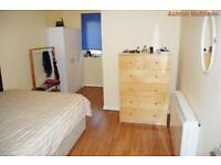 2 bedroom flat in Earl's Court Road, Earl's Court