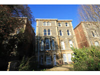 **PIPER PROPERTY DO NOT CHARGE TENANTS FEES* 2 Bedroom Top Floor Flat located in Clifton Village