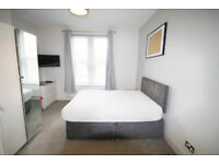 *NO AGENCY FEES TO TENANTS* Large double bedroom with en-suite and off-street parking