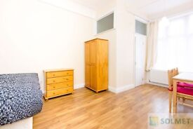 Modern En-suite Bedsit in Cricklewood Broadway - Only Electricity to Pay