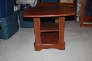 table basse de salon avec etagere en lamine