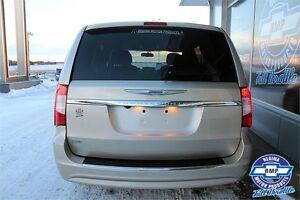 2015 Chrysler Town & Country Touring Regina Regina Area image 6