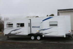 2010 WILDWOOD 30FKBS TRAVEL TRAILER  2 SLIDES  KING BED