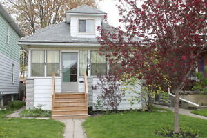 1048 HALL AV/ Great house with 2+1 Bdrm + Garage