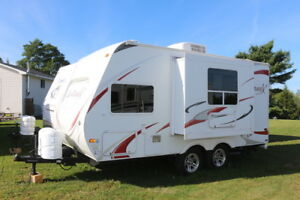 2010 FUNFINDER X189FBS LITE WT. WITH SLIDE OUT