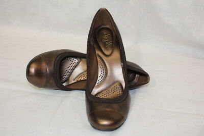 DEXFLEX By Dexter Bronze Cap Toe Heels Womens Size 8.5-B18