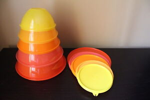 TUPPERWARE WONDERLIER 5 BOLS ET COUVERCLES COULEURS VIVES