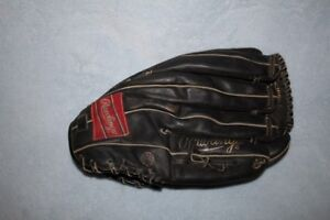 Rawlings right hand baseball glove for sale