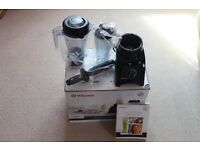 Vitamix Personal Blender 800w hardly used (£300 new) still in warranty