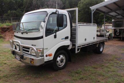 HINO TRUCK READY FOR TOWING GOOSENECK TRAILER
