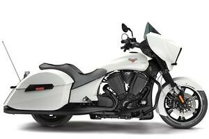 2016 VICTORY CROSS COUNTRY, SUEDE WHITE FROST