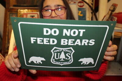 Vintage 1960's Do Not Feed Bears U.S. Forest Fishing Hunting Gas Oil Metal Sign