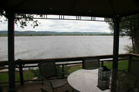 Waterfront cottage on Dunrobin Shores of Ottawa River