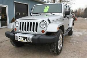 2012 Jeep Wrangler Unlimited Sahara 4X4 ** only 64,970 km **