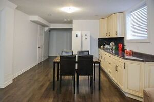 1 spacious room for rent- close to Boardwalk mall+ Universities