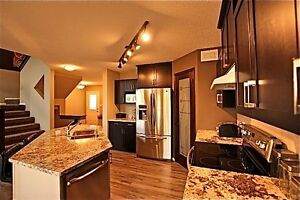 Beautiful Executive Condo in Amber Trails