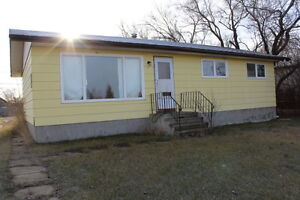 Ceylon, Sk. Well Built Bungalow!