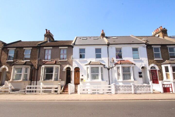 Cheap modern studio flat in Streatham. ALL BILLS INCLUDED except electricity. FURNISHED.