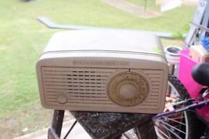 Cream Astor Mickey 'Breadloaf' Shape Bakelite Valve radio Alexandra Hills Redland Area Preview