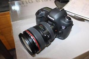Canon 5D Mark III Camera, 6D being sold by Unreserved Auction Sale