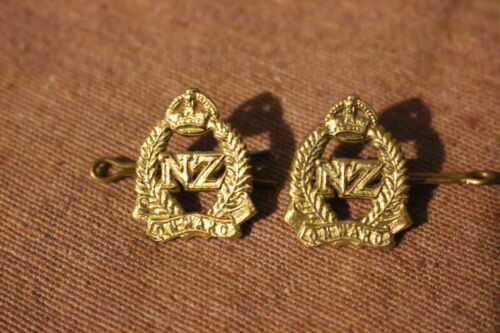 New Zealand WW1 set of two collar badges onwards