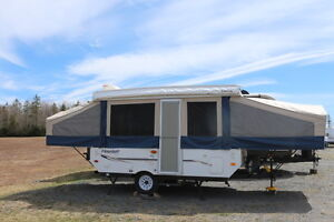 2008 FLAGSTAFF MAC 228D TENT TRAILER WITH PULL OUT