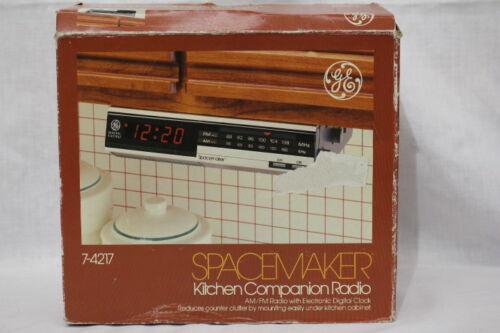 NOS GE Spacemaker Kitchen Companion AM/FM Clock Radio in Orig Box #7-4127
