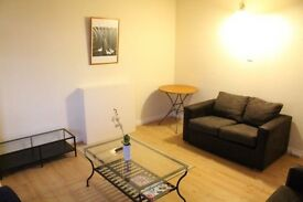 2 Bed Flat to rent, Goodwyn Avenue, London NW7 less than 5mins from Mill Hill Broadway station