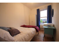 *NO AGENCY FEES TO TENANTS* Well presented room available in stunning house with all bills included