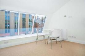 2 bedroom flat in Margravine Gardens, Barons Court
