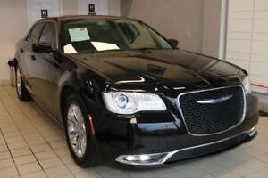 2017 Chrysler 300 NAVI,CAMERA,PANORAMIC,NO ACCIDENTS,1-OWNER