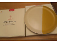 JOULES NEW BOXED DINNER PLATES x 2