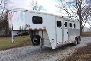 2013 Hart Fifth wheel horse trailer - LIKE NEW!