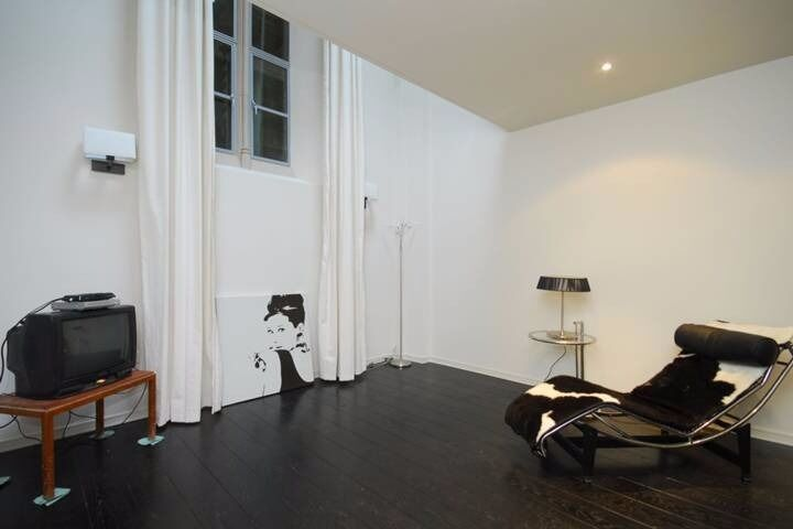 A beautiful modern flat in a Church Conversion, Loudon Road, St Johns Wood