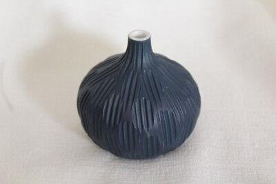 MODERN NAVY BLUE STRIPED BULB BUD VASE PORCELAIN CERAMIC SUCCULENTS DRIEDS - Navy Vase