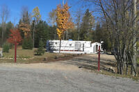 Beautiful lot and trailer for sale in Notre Dame de Pontmain