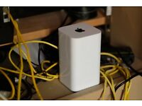 Apple Airport Time Capsule - 2TB Storage (Router / Backups)