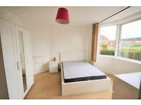 *NO AGENCY FEES TO TENANTS* Large, modern bedroom available in spacious and well presented house