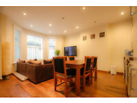 Large 2 Bedroom Flat, Philbeach Gardens, Earls Court, Private Garden. Free 100mb Wireless Internet.