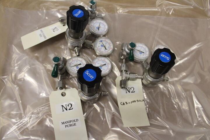 Nitrogen gas Regulator - Scott Specialty Gas