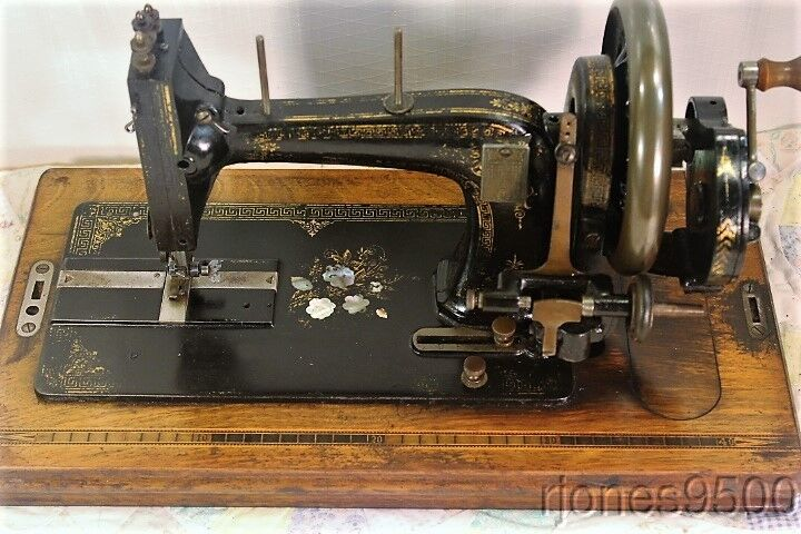 *GERMAN*HAND CRANK SEWING MACHINE*EARLY 1900s*