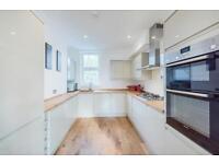 2 bedroom flat in Rainville Road, London